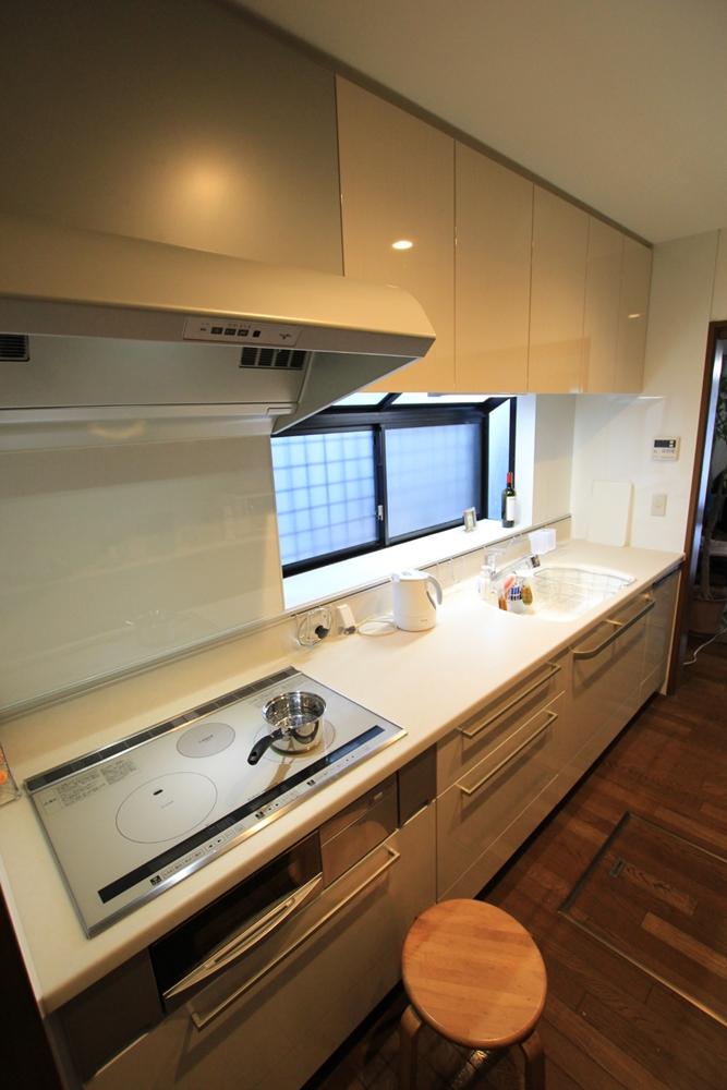 川崎市麻生区のリフォーム会社 リフォーム工房アントレのキッチンリフォーム。トクラス ベリー ハイバックカウンターの施工事例の写真b