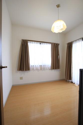 川崎市麻生区にあるリフォーム工房アントレのマンションでカーペットからフローリングへのリフォーム・リノベーション事例floor05_01