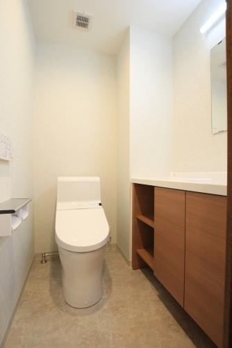 川崎市麻生区にあるリフォーム工房アントレのおしゃれな手洗いカウンターのあるトイレリフォーム・リノベーション施工事例tt10_01