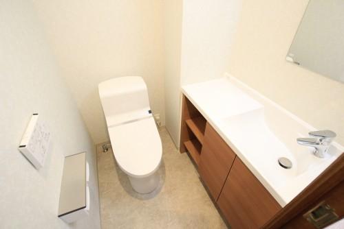 川崎市麻生区にあるリフォーム工房アントレのおしゃれな手洗いカウンターのあるトイレリフォーム・リノベーション施工事例tt10_02